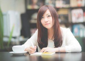 --www.pakutaso.com-shared-img-thumb-CAFEnomadojyosi15221149